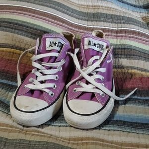 Purple converse!! In great used condition